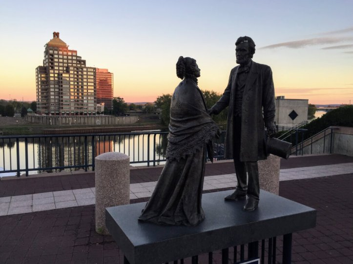 Abraham Lincoln and Harriet Beecher Stowe statue in Hartford