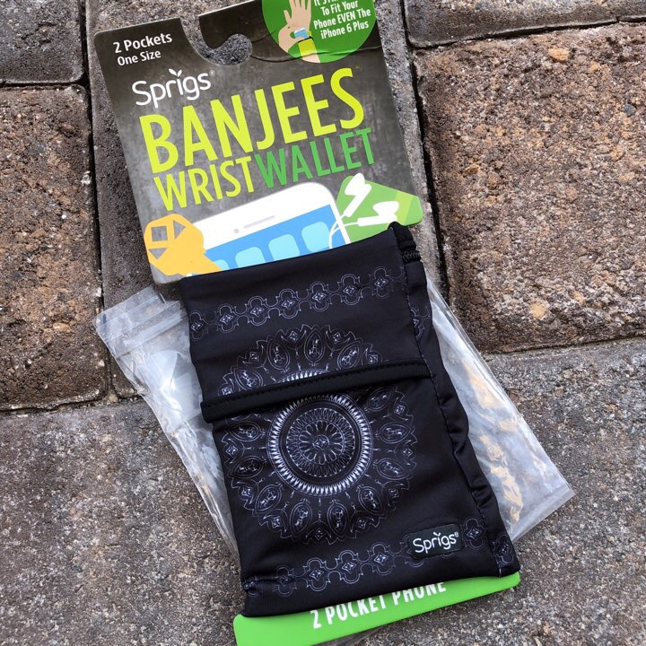 Banjees wrist wallet from RunRunBox